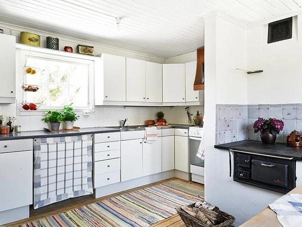 Умели строить! Компактный, экономичный, маленький шведский дом с печью и камином. Пример обустройства спальных мест на втором