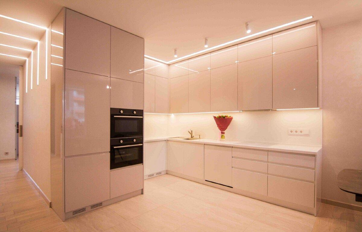 Кухня до потолка: 5 плюсов и 5 минусов. Что нужно обязательно учесть при выборе такой кухни?