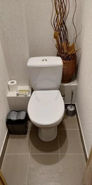 Отказался от укладки плитки в туалете. Сделал не менее практичный, но оригинальный вариант отделки своими руками.
