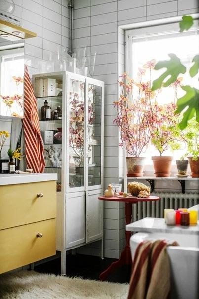 Радостный мужской интерьер квартиры 40 м2. Шутка ли сочетать красное, желтое и синее