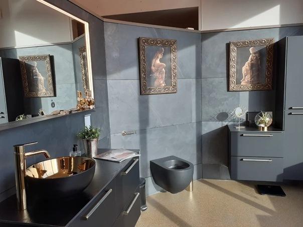 Какой дизайн ванных комнат моден в Скандинавии? Побываем в норвежском магазине сантехники NoRør