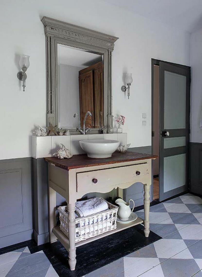 Семейный капитал - дом в Бургундии. Интерьер дома, который перешел по наследству от прабабушки вместе со всей мебелью и декором