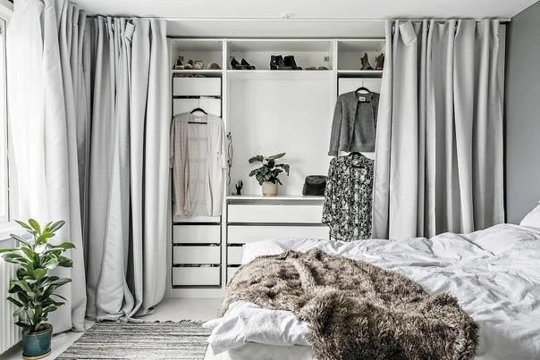 Как зонировать комнату шторами: 5 крутых идей