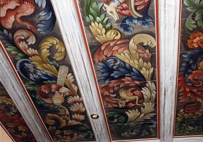 Расписные полы и потолки (геометрические мотивы, растительный орнамент)