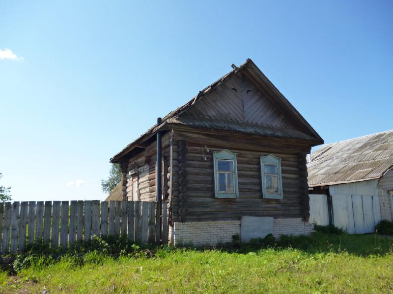 Отец купил дом в деревне.Решил поменять обои, а там сюрприз от предыдущего владельца. Спасибо не скажешь