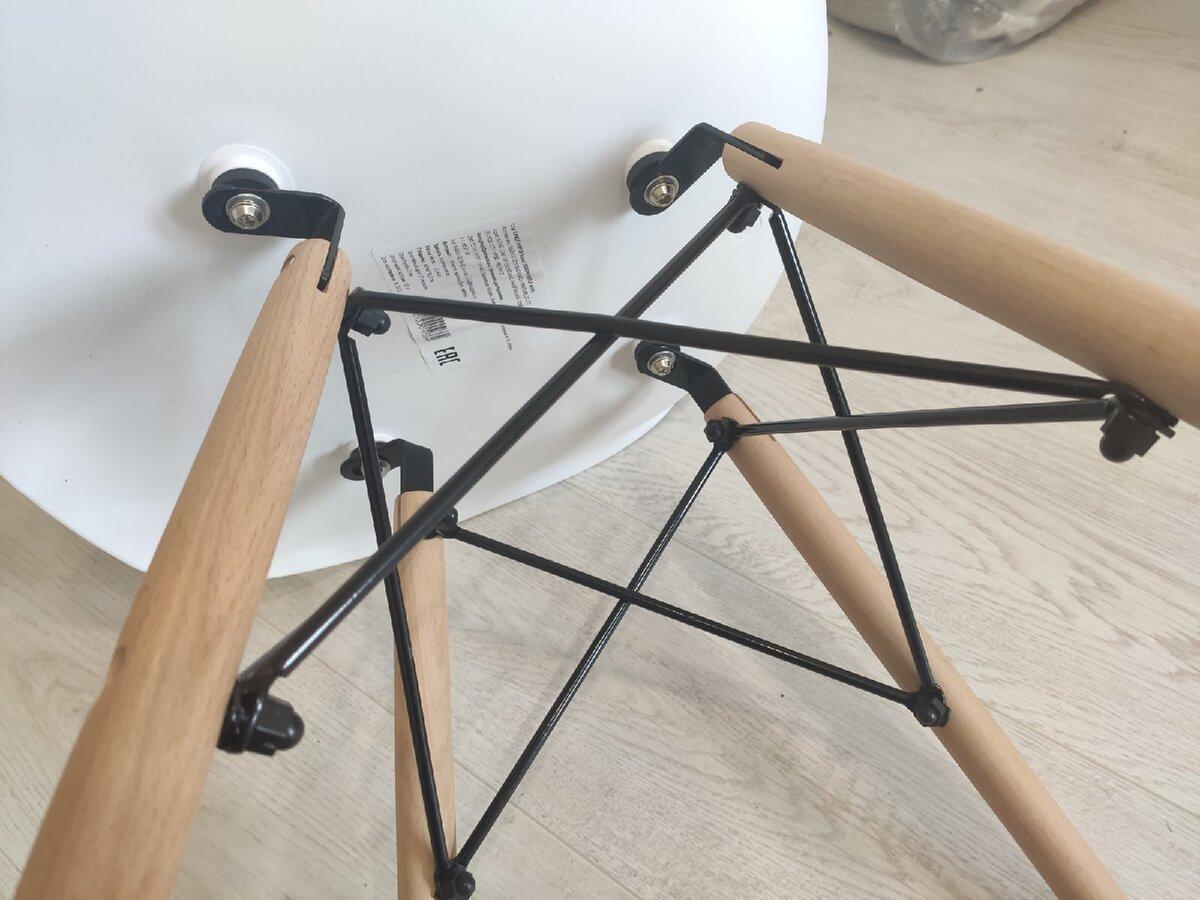 """Интернет-магазины пестрят знаменитыми стульями """"Eames"""" для кухни. Купил и собрал такие же. Показываю, как они смотрятся"""