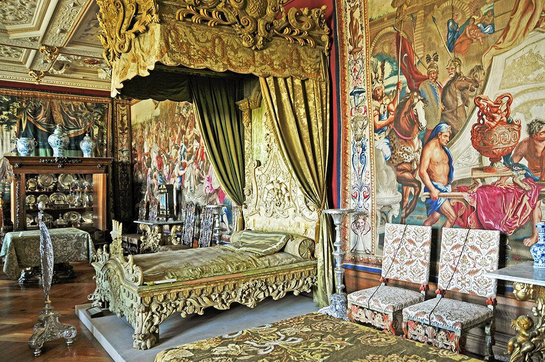 Королевские опочивальни: 10 самых роскошных дворцовых спален