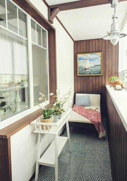 Как облагородить балкон в Хрущевке, если нет денег на дизайнерский ремонт, а банального «бабушкиного» дизайна не хочется