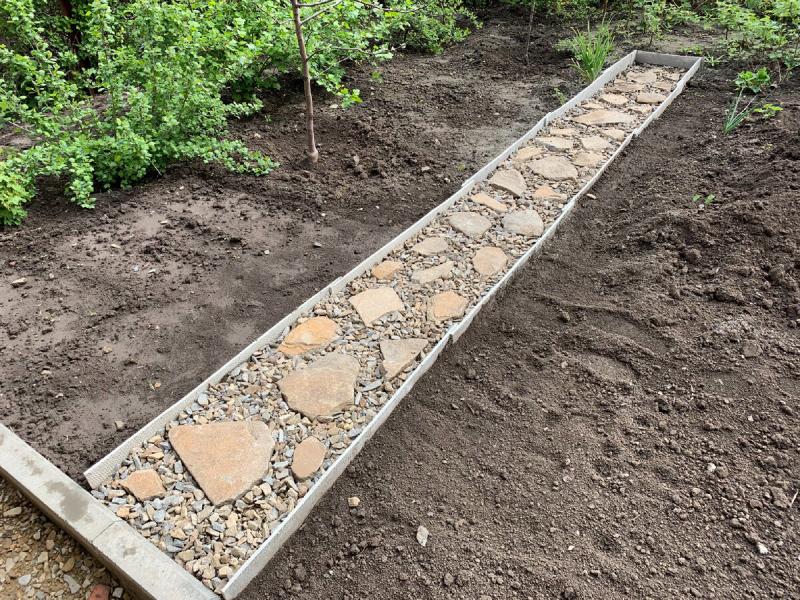 Вечная садовая дорожка, которая не трескается и не требует ремонта. Надежнее еще не видел, сделал себе (мои фото)