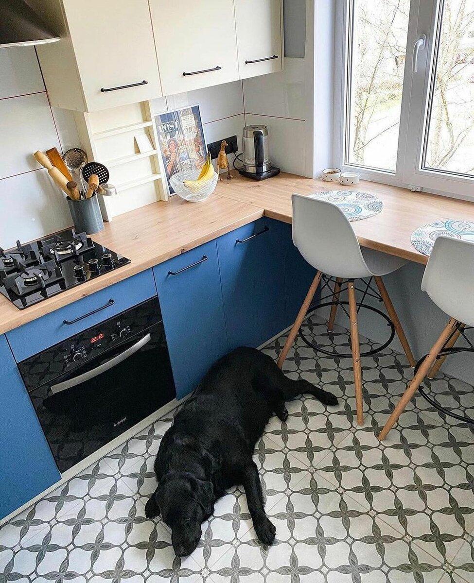 Моя начальница наконец-то сделала ремонт в кухне. Показываю, что у нее получилось на 9 квадратных метрах.