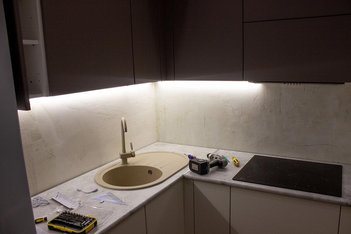 В Леруа Мерлен нашел дешевые светодиодные светильники. Показываю, как использовал их для подсветки кухни