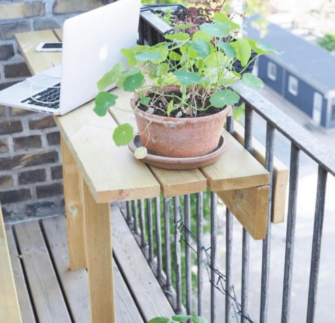 Подвесные балконные столики: 17 удивительных вариантов для крохотных балконов