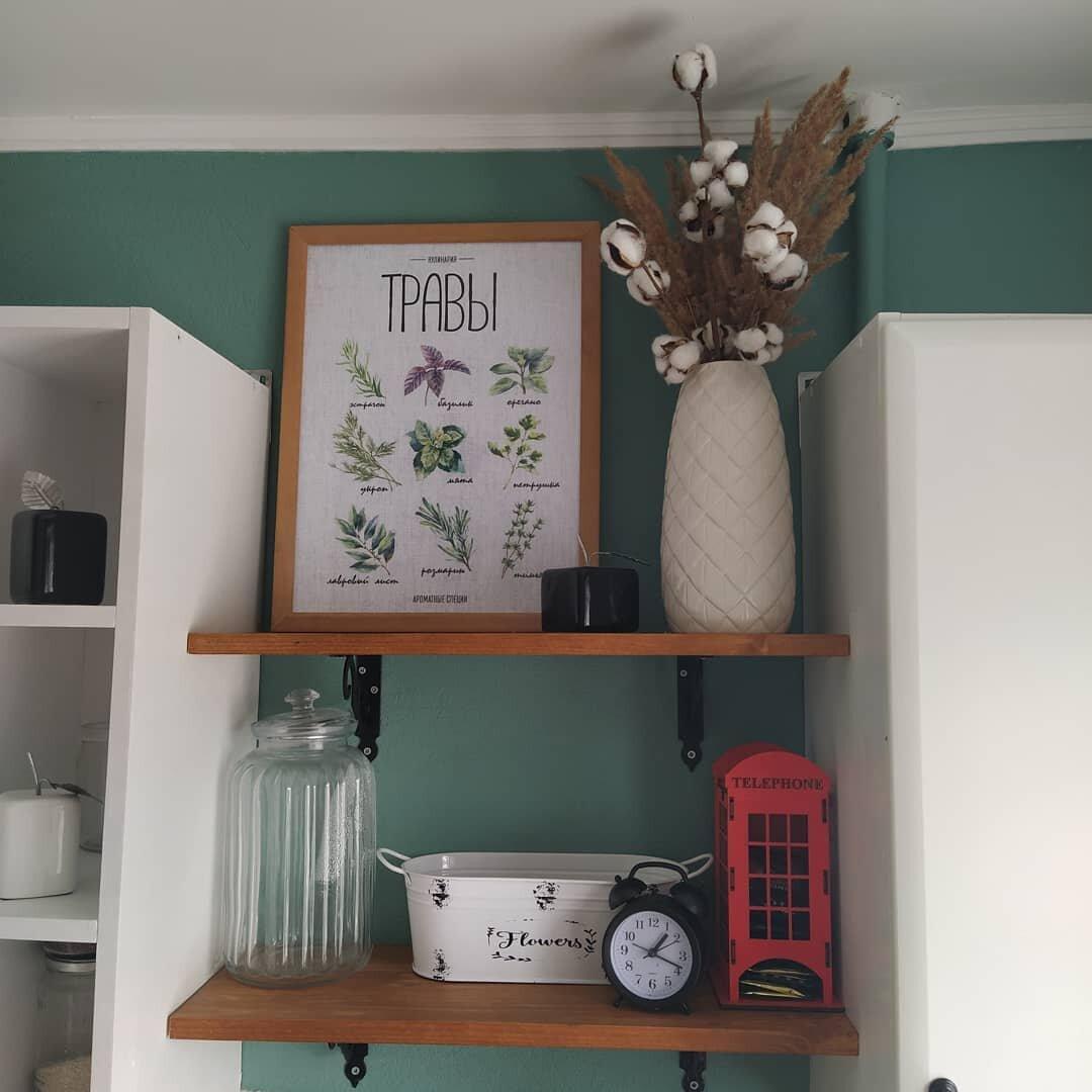 Моя племянница гонится за трендами. Она решила из невзрачной маленькой кухни хрущевки сделать стильную комнату