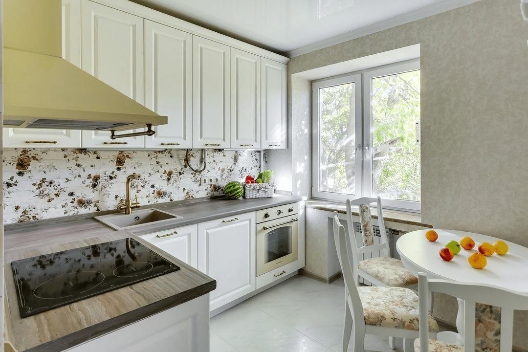 """Новшество в мире """"хрущевок"""": как вместить холодильник на кухне, не объединяя ее с гостиной!"""