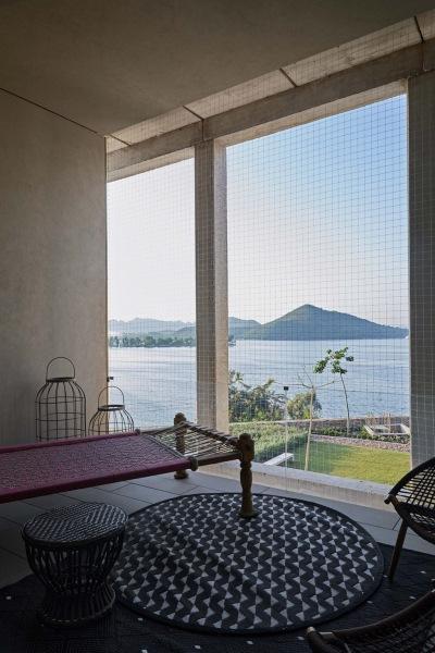 Дом у озера в Индии