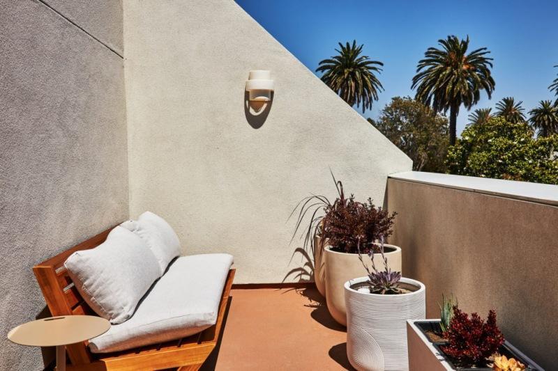 Отель со средиземноморской атмосферой в Лос-Анджелесе