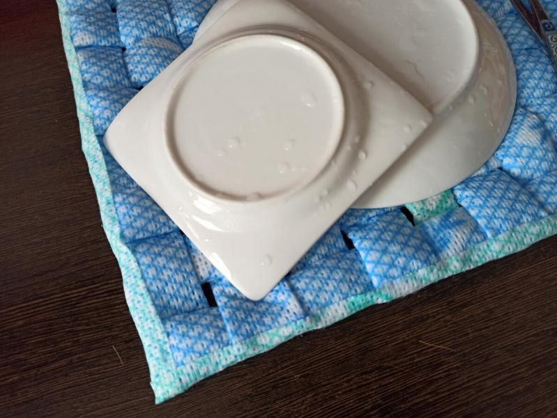 Распорола подушку и сделала из наполнителя и салфеток полезную вещь на кухню для посуды